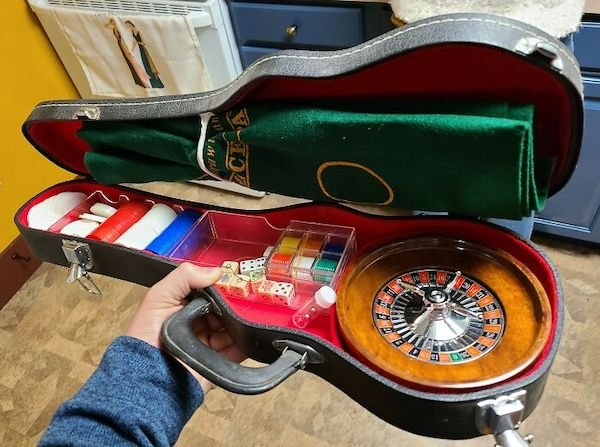 Cool Things Found In Dumpster Containers (28 pics)