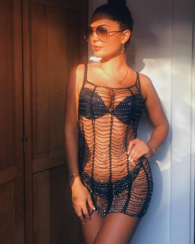 Girls In Lace And Fishnet (48 pics)