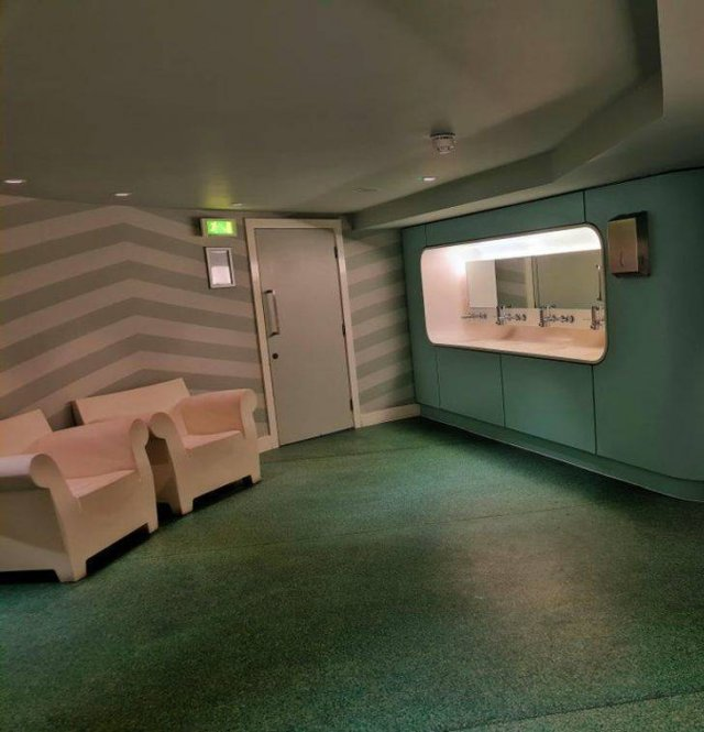 Strange Things In Hotels (15 pics)