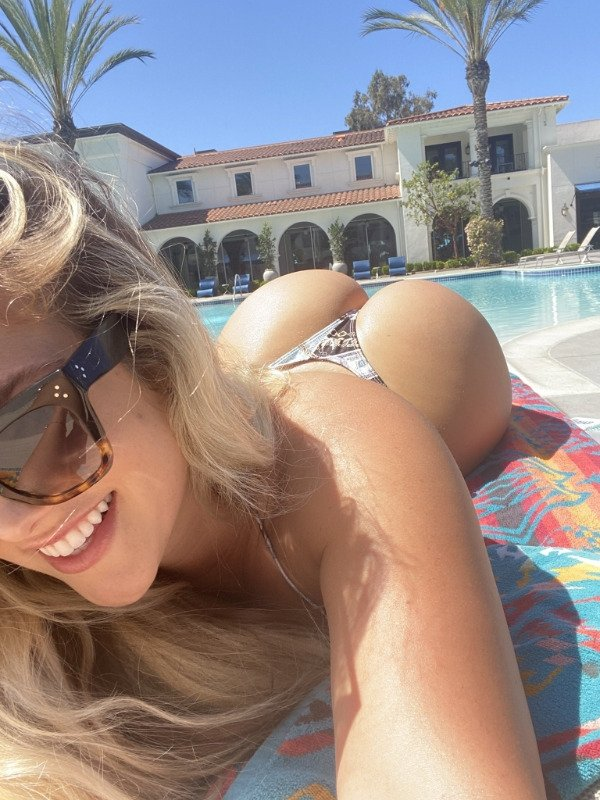 Girls With Bright Smiles (46 pics)