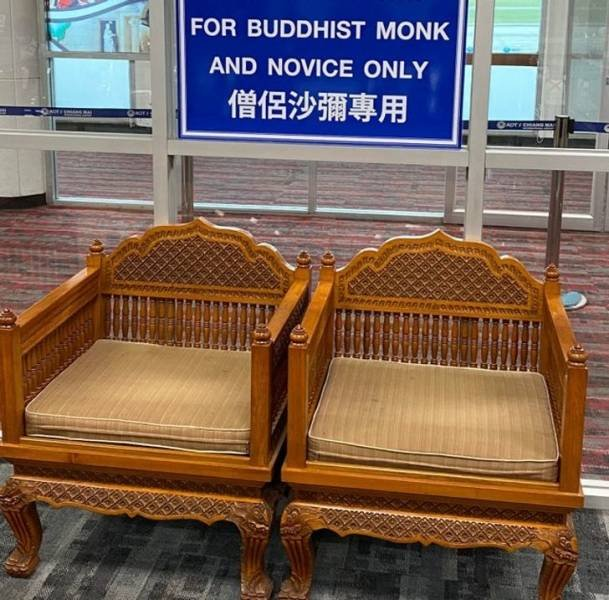 Random Things Found In Airplanes And Airports (16 pics)