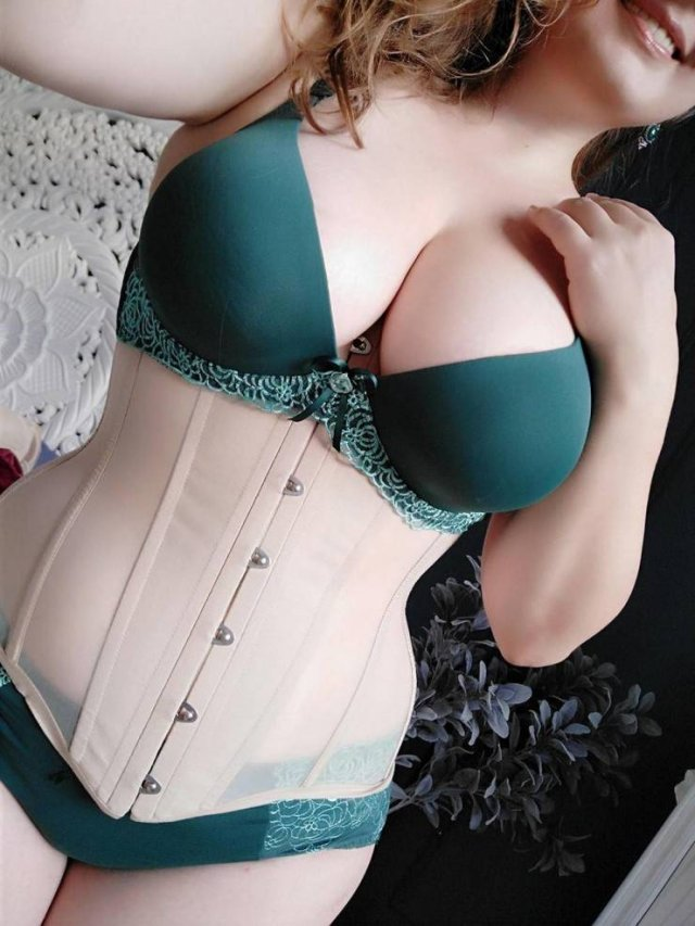Girls In Corsets (48 pics)