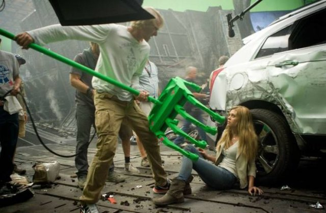 Behind The Scenes Of Popular Movies (20 pics)
