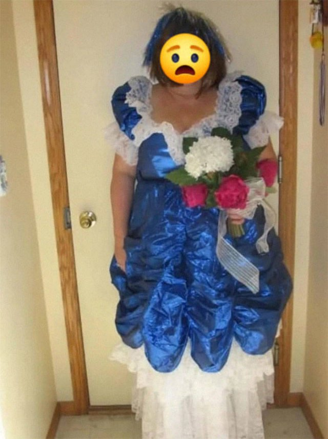 What's Wrong With These Dresses? (29 pics)