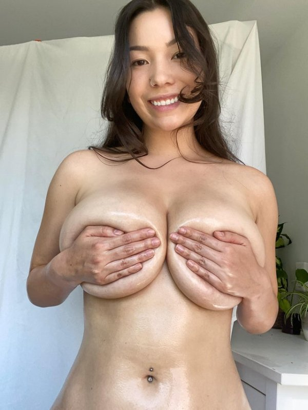 Hand Bras (34 pics)