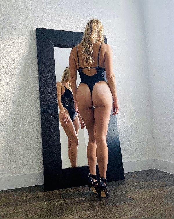 Girls With Beautiful Legs (43 pics)