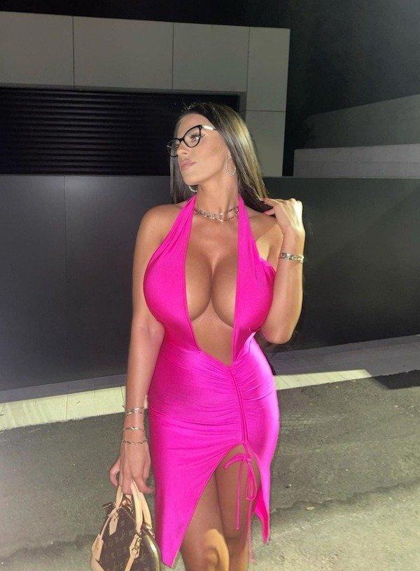 Girls In Tight Dresses (46 pics)