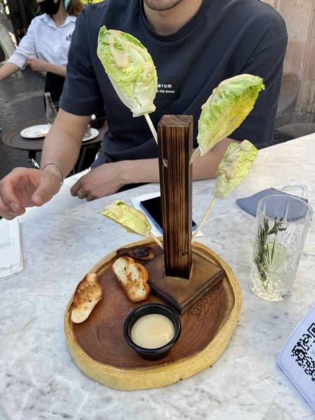 Weird Restaurant Serving (17 pics)
