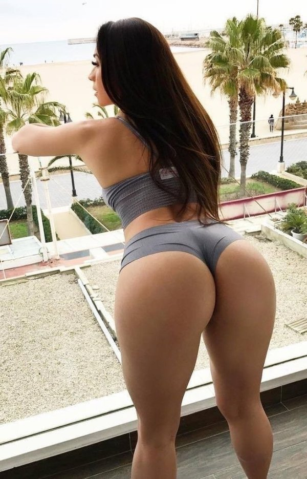 Bend At The Waist (36 pics)