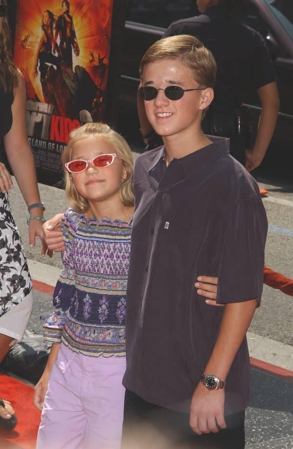 Celebrity Siblings (44 pics)