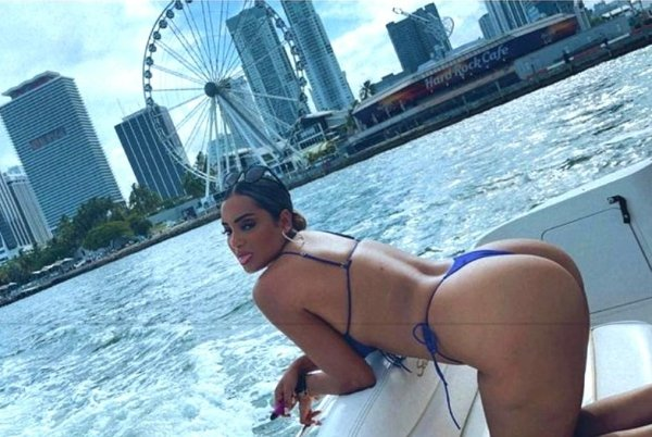 Bend At The Waist (35 pics)