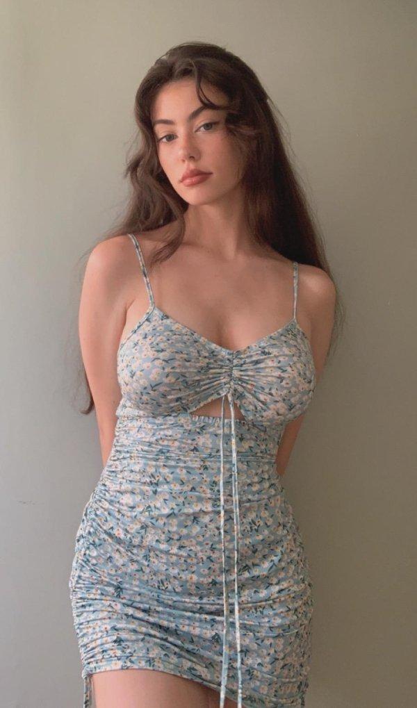 Girls In Sundresses (37 pics)