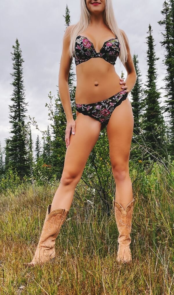 Beautiful Girls And Outdoors (50 pics)