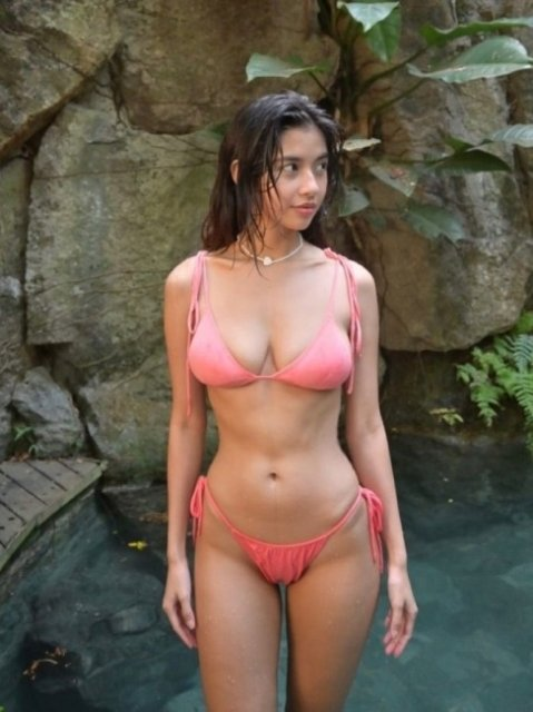 Hot Girls (41 pics)