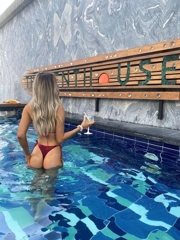 Wet Girls (38 pics)