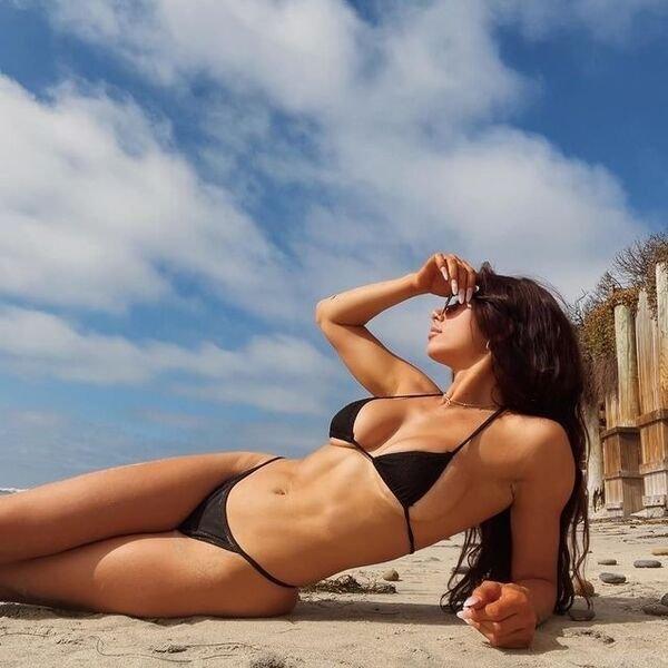 Bikini Girls (84 pics)