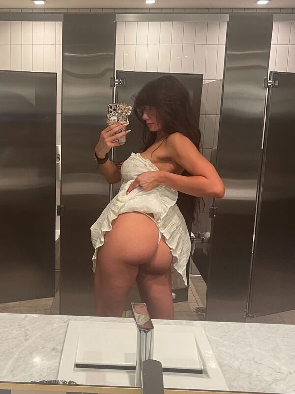 Selfie Girls (34 pics)