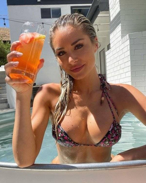Girls And Alcohol (39 pics)