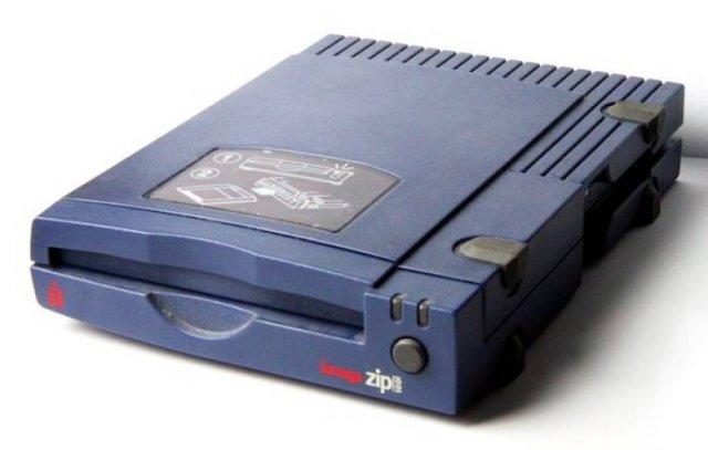 Old-school Tech Things (22 pics)