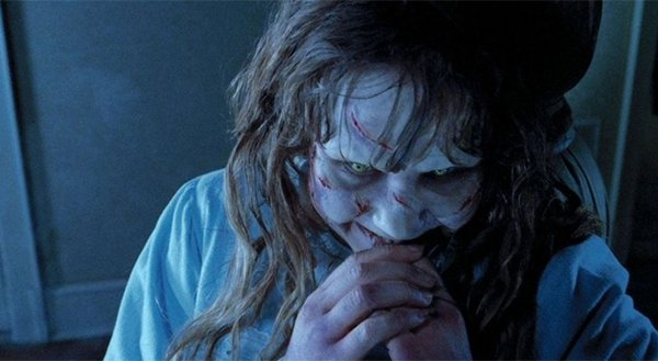 People Love These Horror Movies (19 pics)