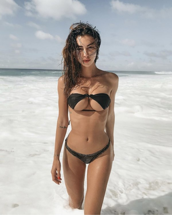 Bikinis Upside-down (49 pics)