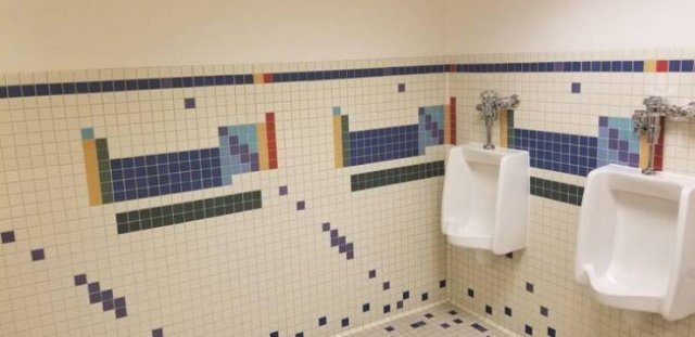 Unexpected Finds In Bathrooms (15 pics)