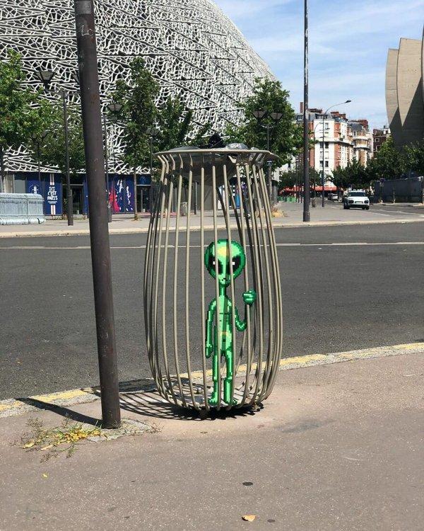 Pixelated Street Art (30 pics)