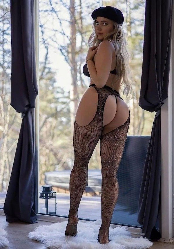 Girls In Lace And Fishnet (53 pics)