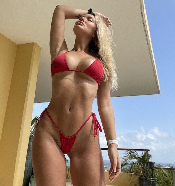 Hot Girls (48 pics)