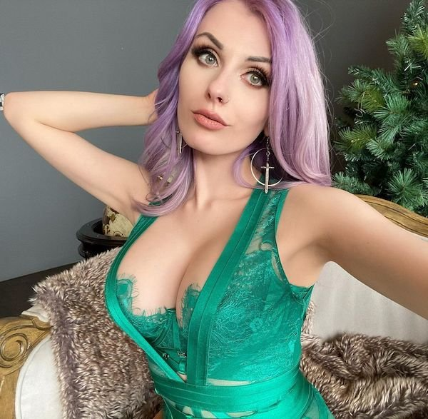 Girls With Dyed Hair (35 pics)