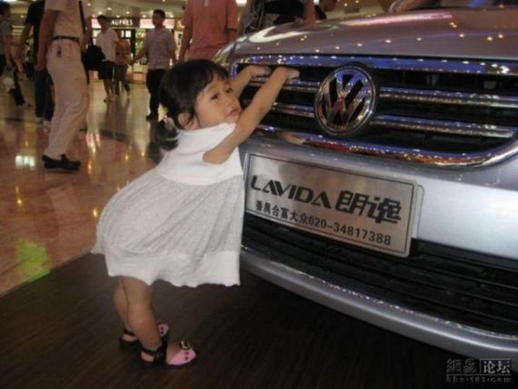 Oh, what a nice auto show girl! (3 pics)