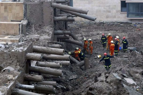 13-storey building collapses in Shanghai (7 pics)