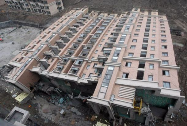 13-storey building collapses in Shanghai (7 pics)