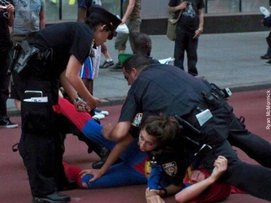 Cops vs. Super Heroes (7 pics)