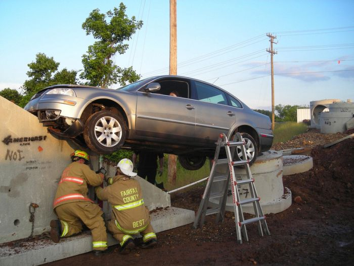 Stupid car accident (5 pics)