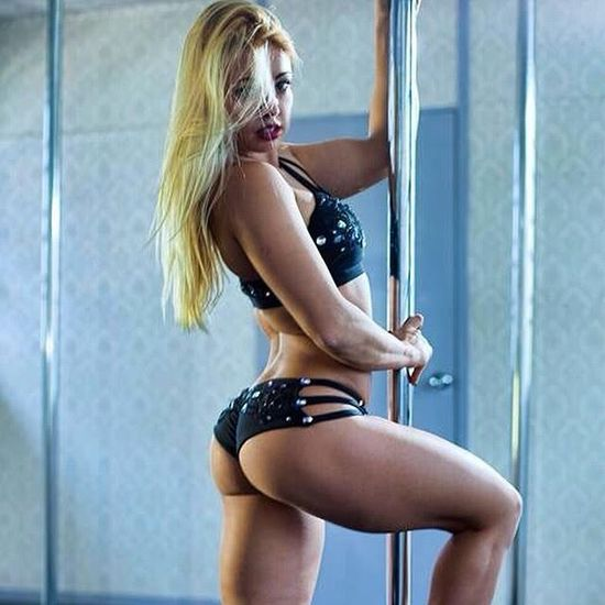 You Have Never Seen A Pole Dance Routine Like This (10 pics)