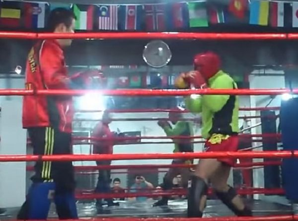Brawler Vs Muay Thai Instructor