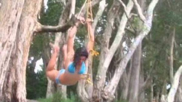 Michelle Jenneke Is A Great Hurdler But Horrible At Rope Swinging!