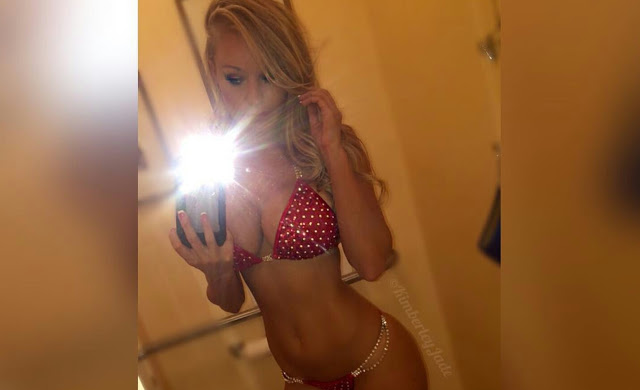 The Hottest Girl You'll See Today (7 pics)
