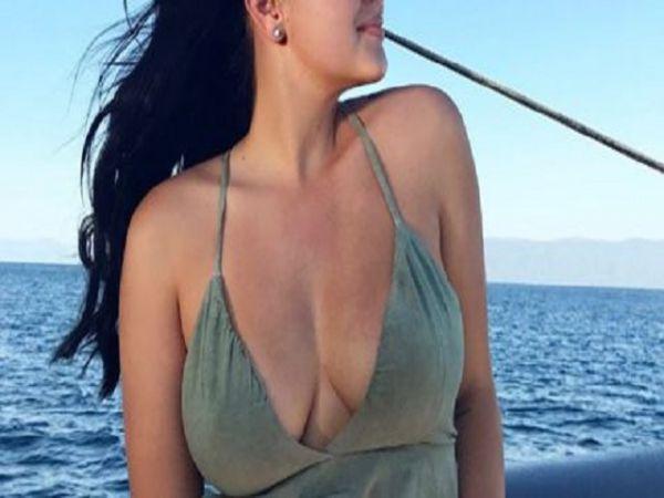 Ariel Winter Suffers A Nip Slip During Workout (10 pics)