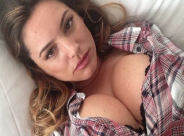 Kelly Brook Hottest Pictures, GIFs, And More! (35 pics)