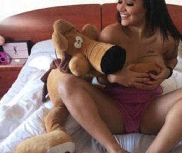 Enjoy A Little Latina Love (35 pics)
