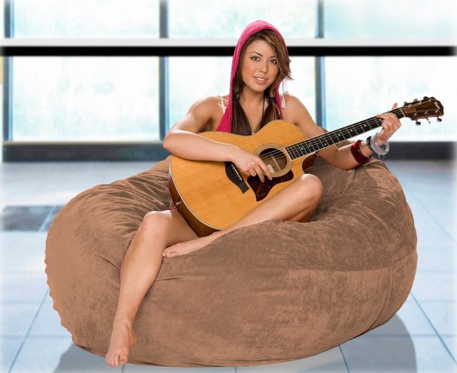 This Bean Bag Chair Is 100% Fun (3 pics)