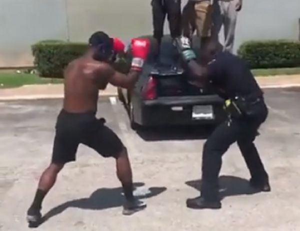 "Cop VS ""Gangsta""  In Boxing Match"