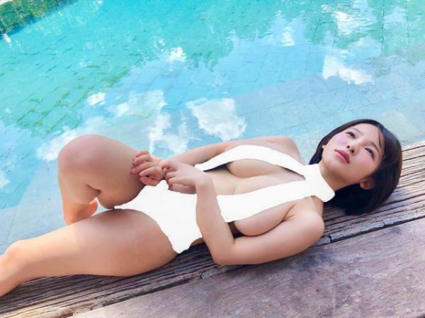 Asian Girls Can Definitely Hold Our Attention  (25 Pics)