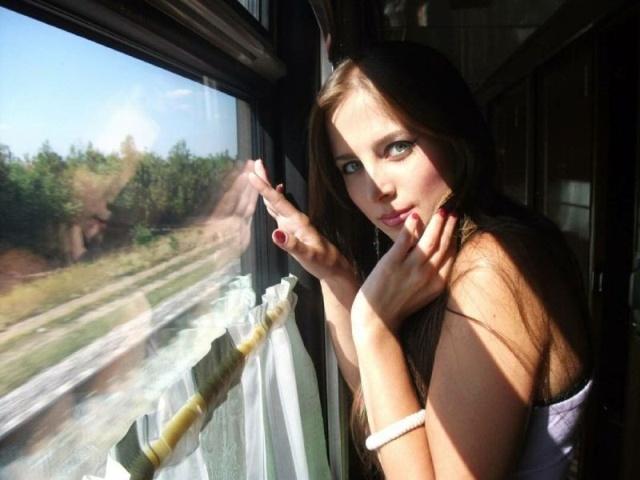 Cute Girls Riding Trains (20 pics)