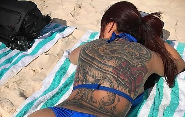 Hot Backs Are Back (35 pics)