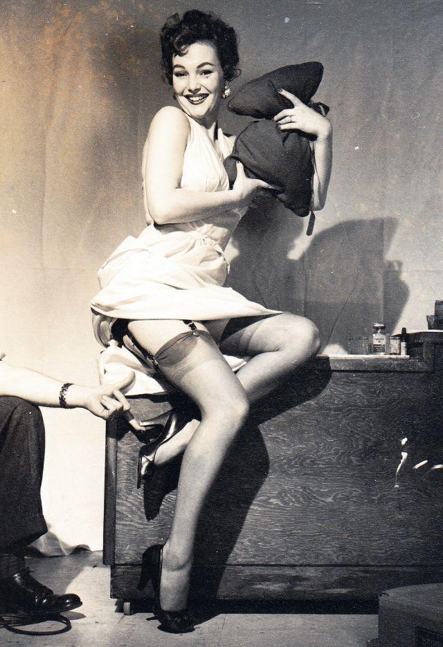 The '50s Girls in Nylon Stockings (21 pics)