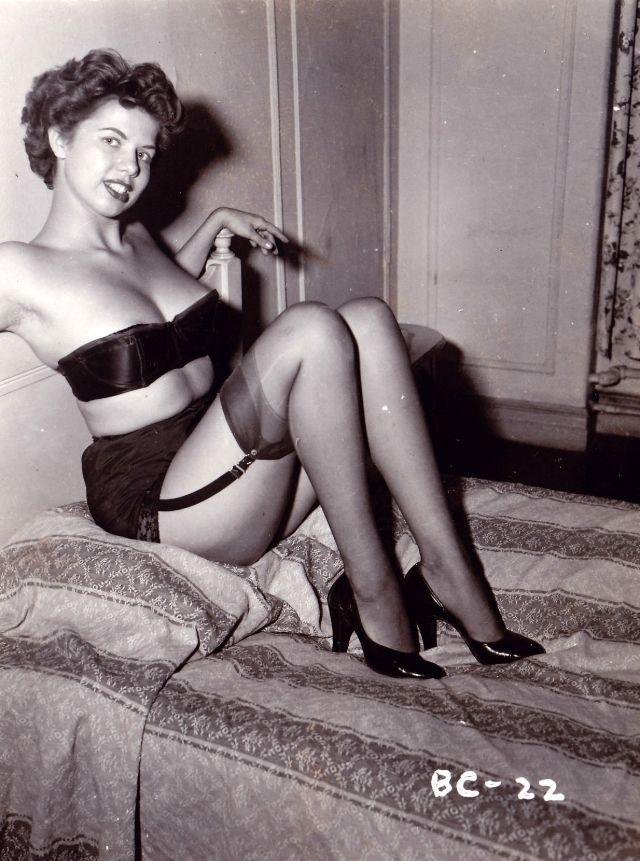 The 50S Girls In Nylon Stockings 21 Pics-2797