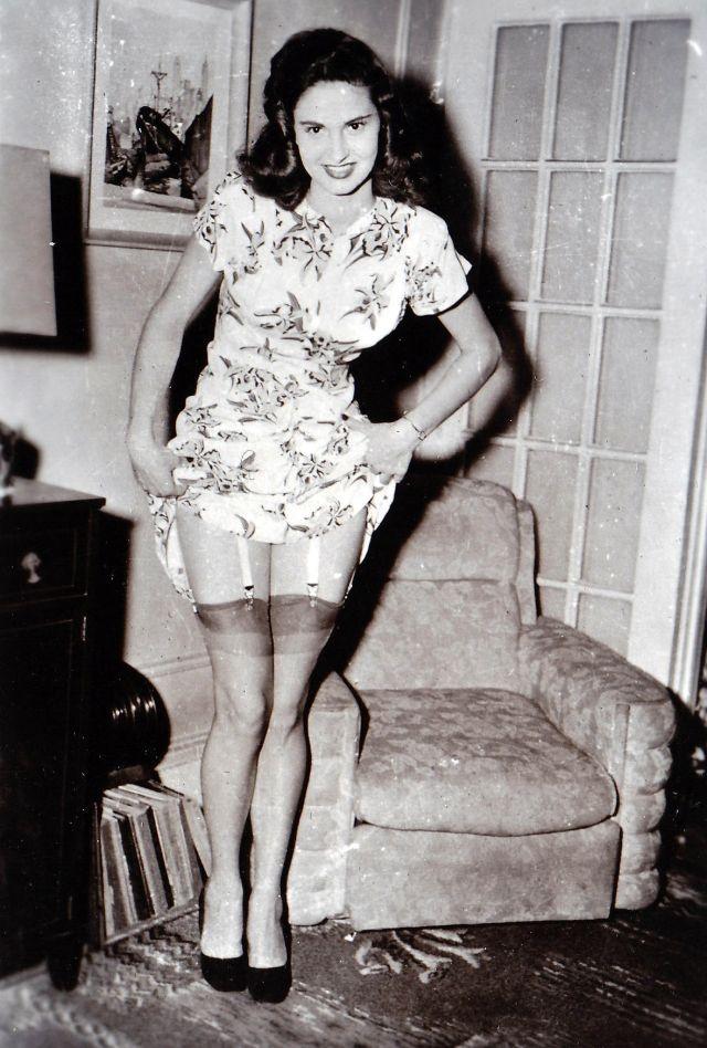 The 50S Girls In Nylon Stockings 21 Pics-1084
